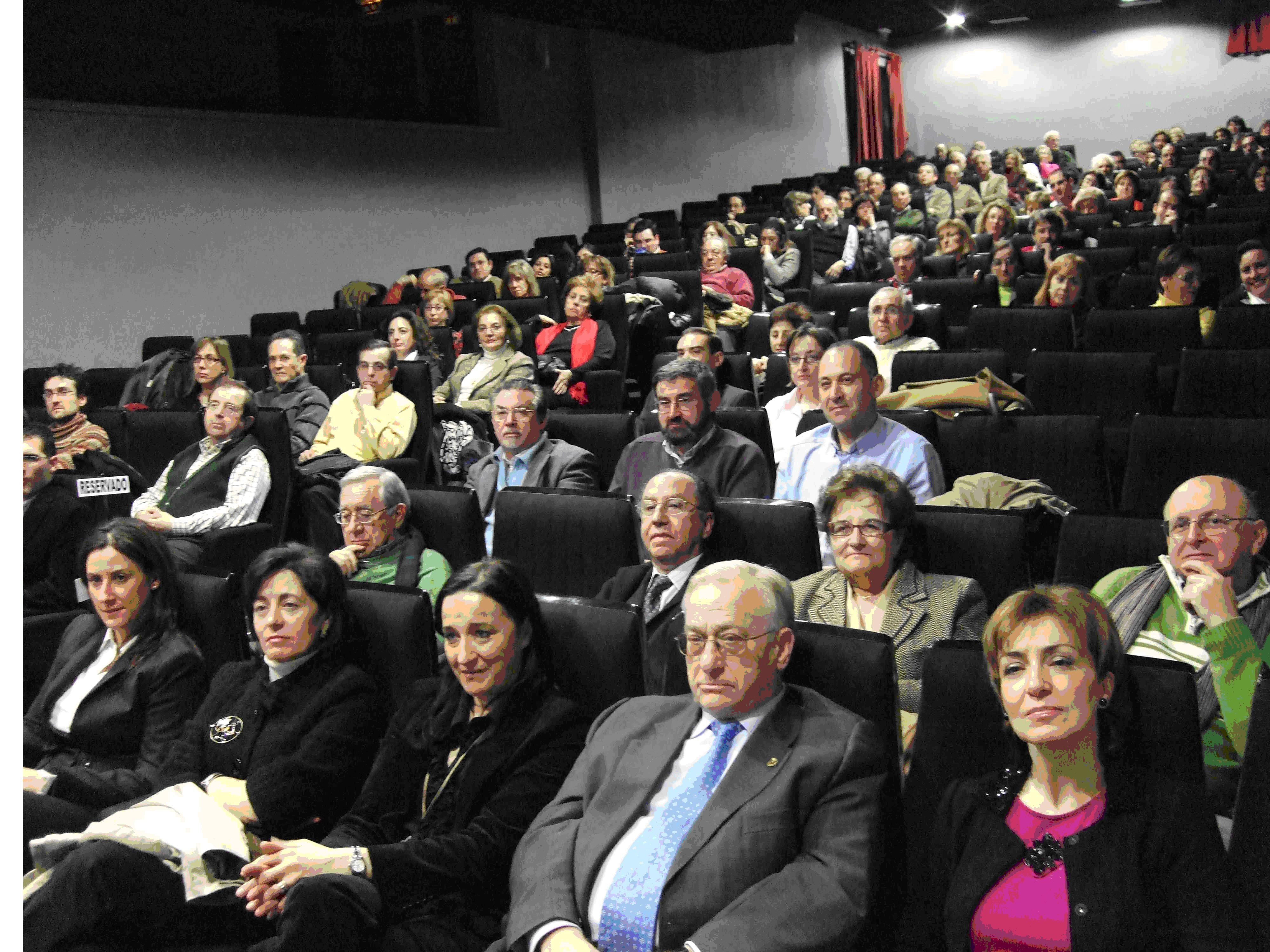 Asistentes. Pilar Gredilla, en primer plano, presidenta regional del sindicato de profesores.