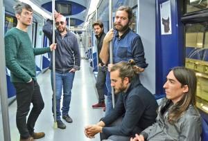 Sesión de fotos en un vagón de Metro de Madrid· CHEMA MARTÍNEZ